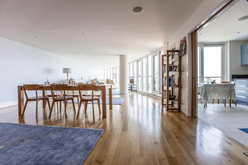 onefinestay - St George's Wharf II private home - Image 1 - London - rentals