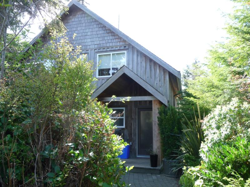 The Dunes House at Chesterman Beach - Image 1 - Tofino - rentals