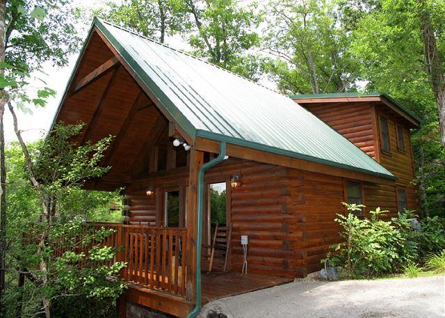 Cabin comforts… and much more - Cub's Cove  Near Downtown Views King Bed Jetted Tub WiFi   Free Nights - Gatlinburg - rentals