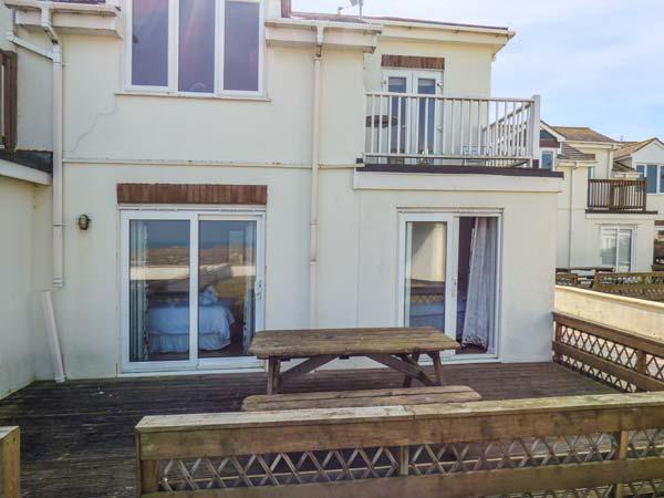 THE BEACH HOUSE, stunning beach views, balcony, close to local amenities, Newquay, Ref 932077 - Image 1 - Newquay - rentals