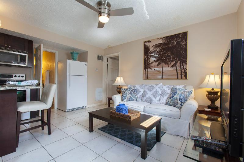 Living Room - Charming Cottage-Less than 1.2 miles to the Beach! - Naples - rentals