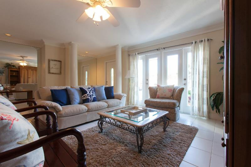 Living Room - White Sandy Beach House-1mile to Vanderbilt Beach! - Naples - rentals