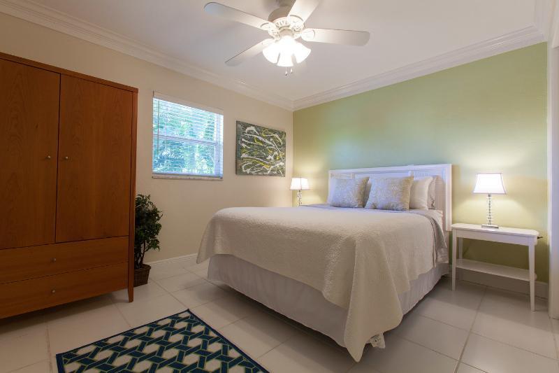The Queen Bedroom - White Sandy Beach House-1mile to Vanderbilt Beach! - Naples - rentals