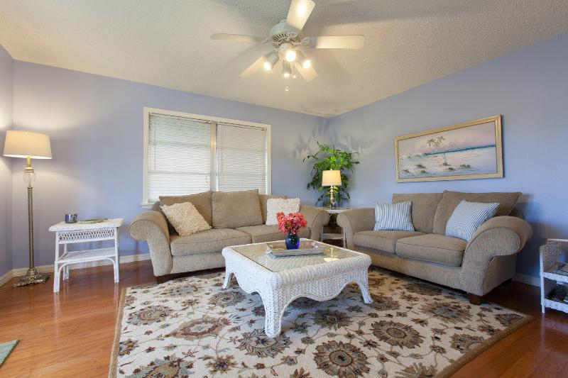 Living Room - Bright Coastal Cottage - 1.2 miles to the beach! - Naples - rentals