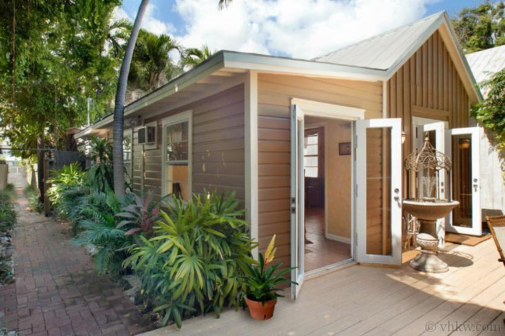 Secret Courtyard Cottage ~ Weekly Rental - Image 1 - Key West - rentals