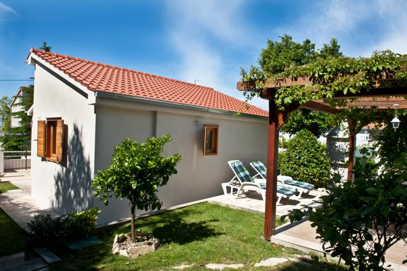 House with garden perfect for a family holiday - Image 1 - Split - rentals