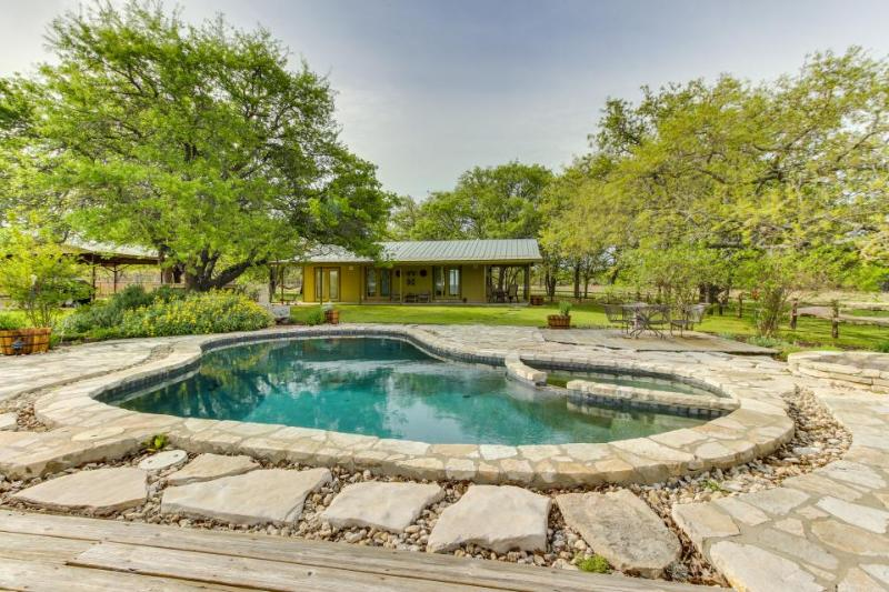 Dog-friendly cottage w/ landscaped yard, private pool, hot tub, & outdoor bar! - Image 1 - Fredericksburg - rentals