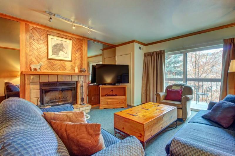 Steps to Main St. & Town Ski Lift, shared pool/hot tub/sauna - Image 1 - Park City - rentals