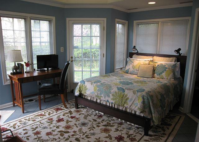 surrounded by windows to garden - Lovely guest suite in a quiet but close-in neighborhood - Washington DC - rentals