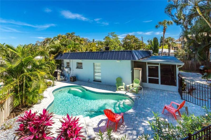 Crescent Street 1138 A, 2 bedrooms, pool, walk to the beach - Image 1 - Siesta Key - rentals