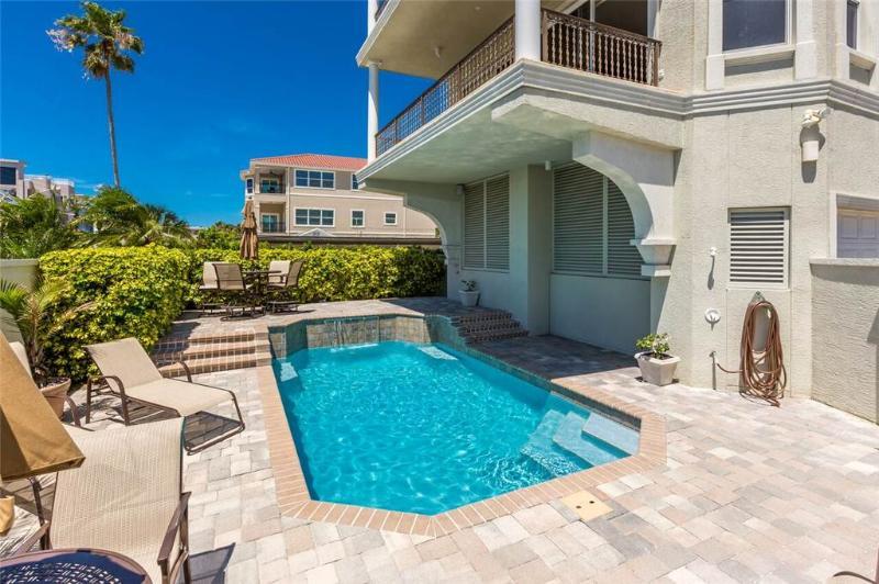 Surfside Manor, 3 Bedrooms, Gulf View, Pool, Elevator, Sleeps 8 - Image 1 - Sarasota - rentals