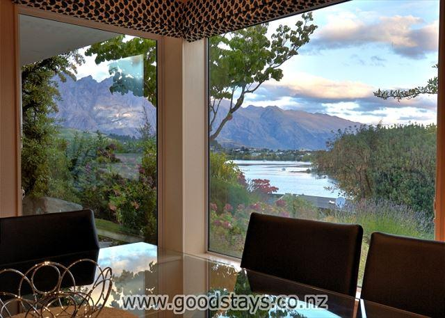 The Lakes Edge Holiday Home - The Lakes Edge Central Queenstown, Wifi & Stunning Views - Queenstown - rentals