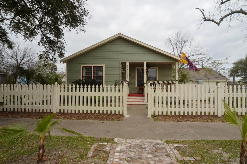 NEW LOWER FALL RATES. LOW LOW LABOR DAY RATE. - Image 1 - Galveston - rentals
