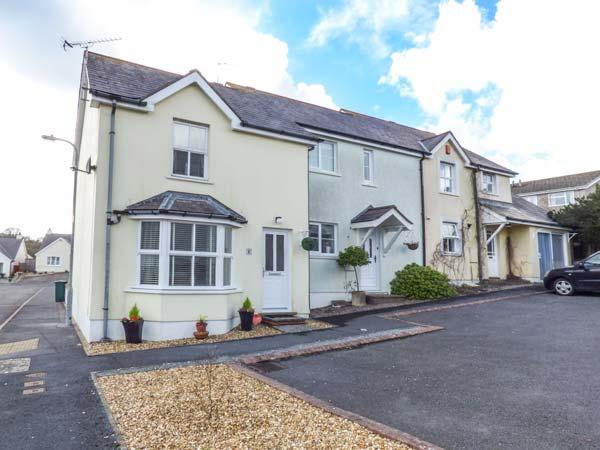 SANDYHILL HOUSE, cosy cottage close to beach, enclosed patio, WiFi, Saundersfoot Ref 930916 - Image 1 - Saundersfoot - rentals