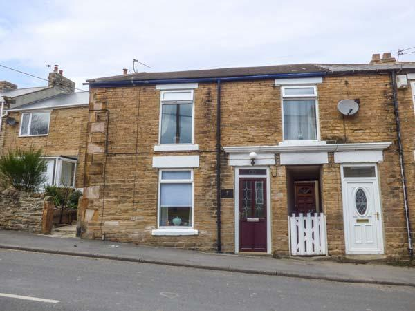 OCTOBER COTTAGE, ideal base for a couple, pub 1 min walk away, lovely cottage - Image 1 - Bishop Auckland - rentals
