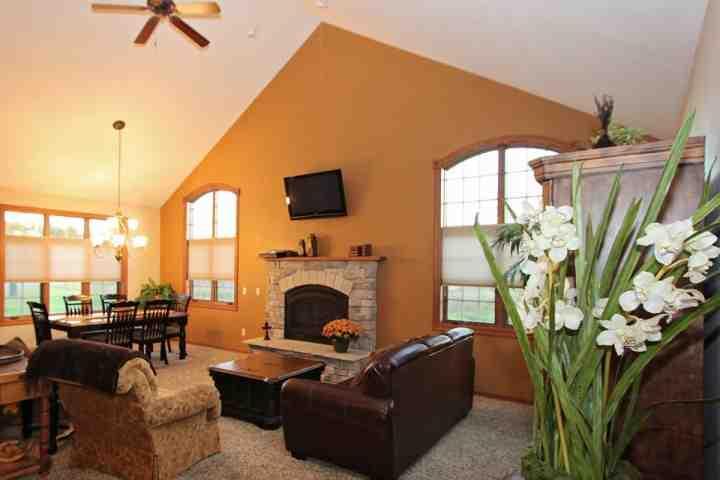 Gorgeous 3Bd (Sleeping Loft) /3BaTownhouse ~ Sleeps 8 with futon - Image 1 - Wisconsin Dells - rentals
