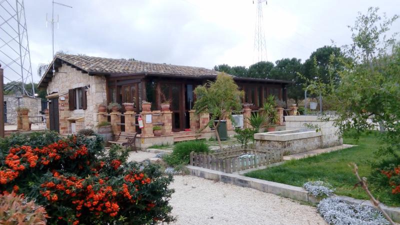 4 Bedroom Sicilian Villa with private pool - Image 1 - Syracuse - rentals