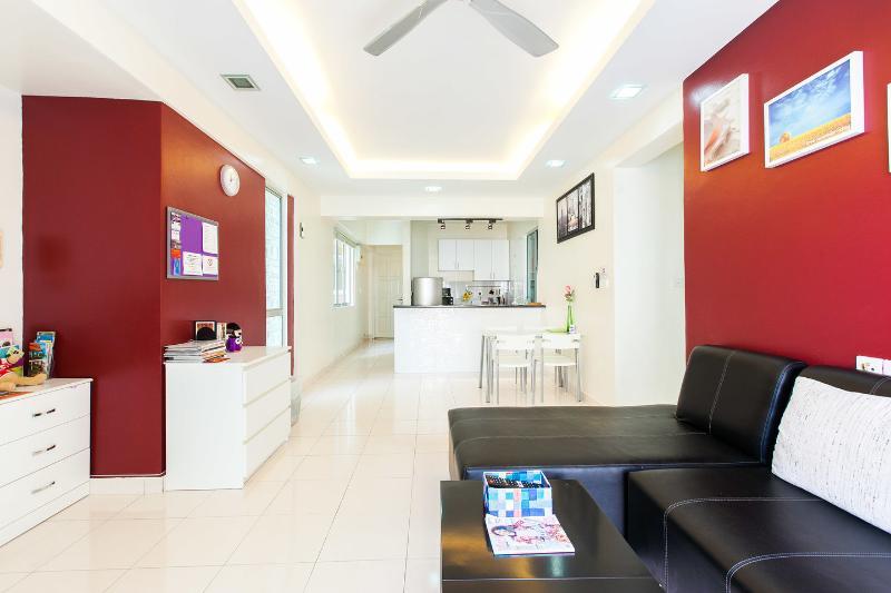 Living Room - Summer Stay - 3 Bedroom Condo in Damansara Perdana - Kuala Lumpur - rentals