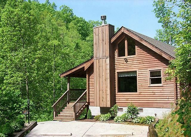 Welcome to Fawn Cabin - Fawn Cabin  Hot Tub Private Jacuzzi Pet Friendly Fireplace Free Nights - Gatlinburg - rentals