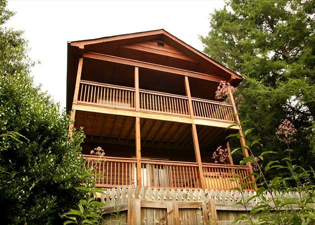 A Cabin That Climbs to the Skies - Naughty by Nature   Private Hot Tub Mountain Views WiFi    Free Nights - Gatlinburg - rentals