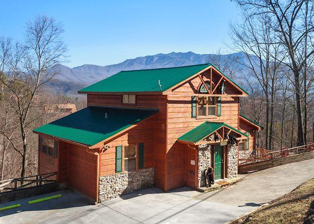 Welcome to your home away from home - Wandering Cubs  View Jacuzzi Pets Pool Access Ski Mountain Free Nights - Gatlinburg - rentals
