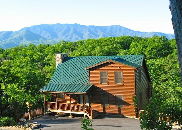 Pristine setting and privacy - Away in the Mountains  Gaming Pool Access 3 Jacuzzis WiFi  Free Nights - Gatlinburg - rentals