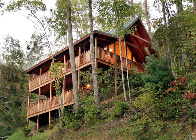 Big Decks at Big Sky - Big Sky Cabin   Hot Tub Pool Access King Beds View Gaming  Free Nights - Gatlinburg - rentals