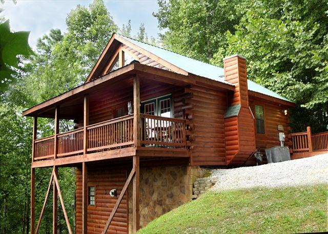 A conveniently located hideaway - Gatlinburg Hideaway   King/Queen Suites  Jacuzzis  Gaming  Free Nights - Gatlinburg - rentals