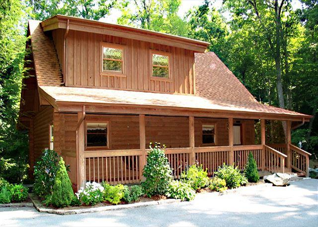 Your cabin in the woods - Doe's Den   Private Hot Tub King Beds Fireplace Jetted Tub Free Nights - Gatlinburg - rentals