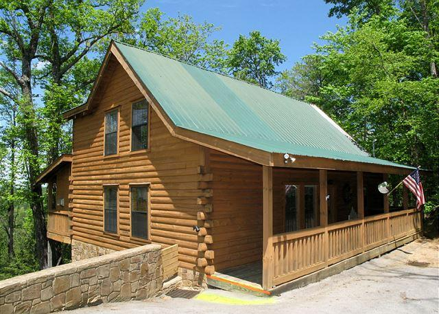 Welcome to Moonshine Run - Moonshine Run   Hot Tub Outdoor Fireplace 2 Jacuzzis WiFi  Free Nights - Gatlinburg - rentals