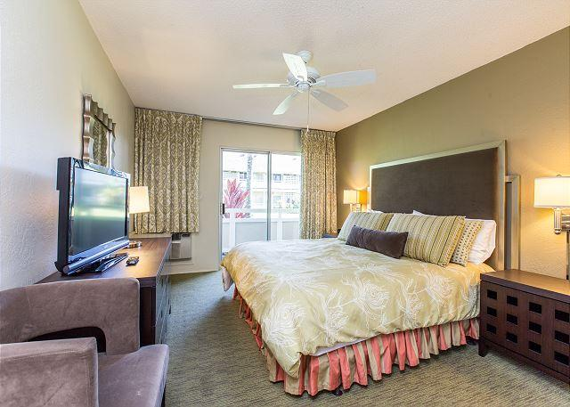 King bed, flat screen TV and AC in the bedroom. - Plantation Hale Suites G5, King Bed, AC, Near Shops, Beaches & Restaurants - Kapaa - rentals