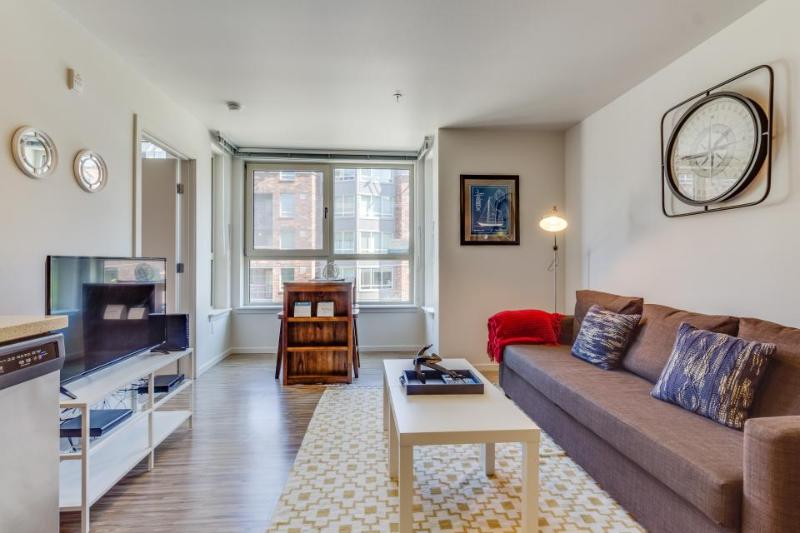 Dog-friendly condo w/ shared gym & roof deck with city and Space Needle views! - Image 1 - Seattle - rentals