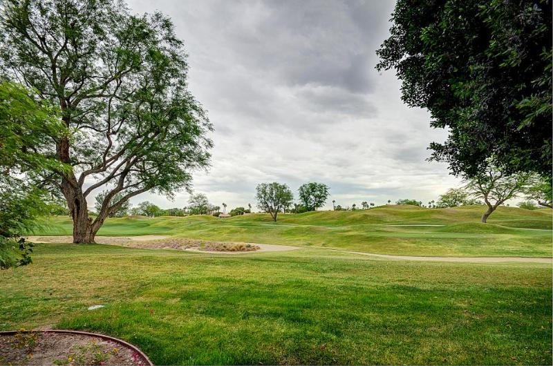 Dog-friendly condo with a shared pool & hot tub, perfect for golf lovers! - Image 1 - La Quinta - rentals