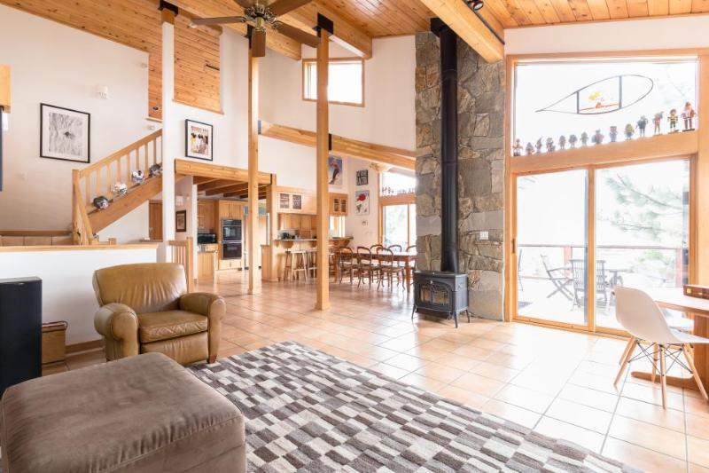 Luxurious ski chalet, with private hot tub & mountain access - Image 1 - Alpine Meadows - rentals
