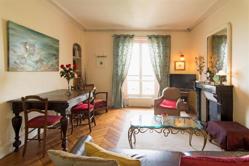 Spacious lounge overlooking park - Relax with Park View Designer apt near Montmarte - Paris - rentals