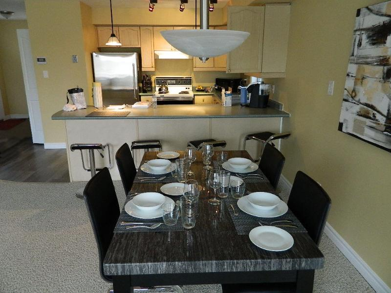 Kitchen/Dining room - Executive Vacation Condo, Sleeps 6 - Grand Bend - rentals