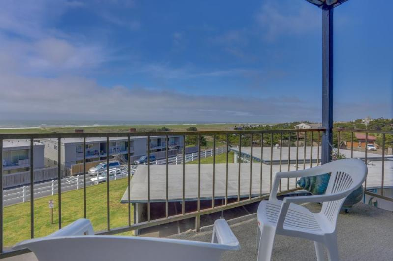 Dog-friendly, ocean-view condo near the beach w/shared pool - Image 1 - Gearhart - rentals