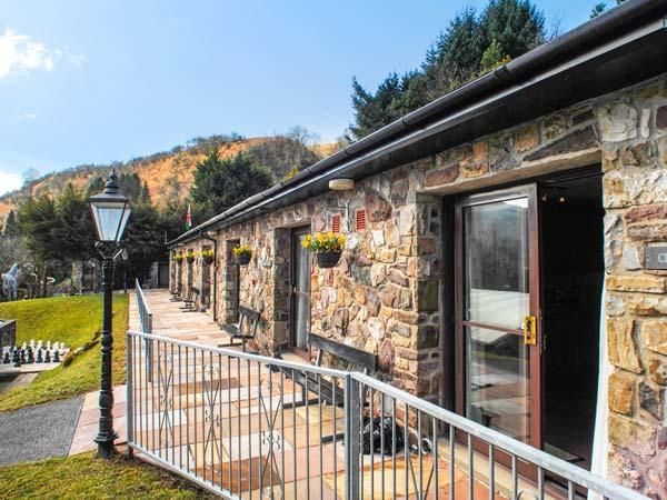 BRECON COTTAGES - CLWYD, family-friendly, exciting on-site attractions, open plan living, WiFi, near Pen-y-Cae, Ref. 925410 - Image 1 - Pen-y-cae - rentals