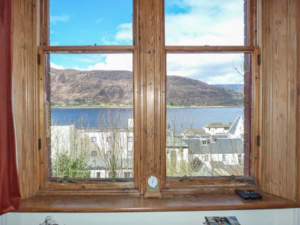 11 SEAVIEW TERRACE, apartment with loch views, cosy accommodation, close amenities in Fort William Ref 933587 - Image 1 - Fort William - rentals