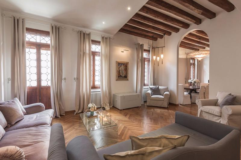 elegant bright and spacious living room of the Da Vinci apartment - Da Vinci - Venice - rentals