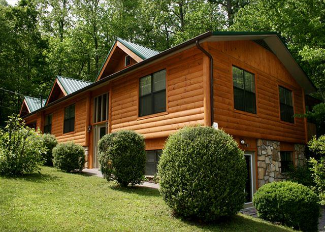 Welcome to Your Home Away from Home - Homespun Hospitality   Fenced Yard Downtown Hot Tub Pets   Free Nights - Gatlinburg - rentals