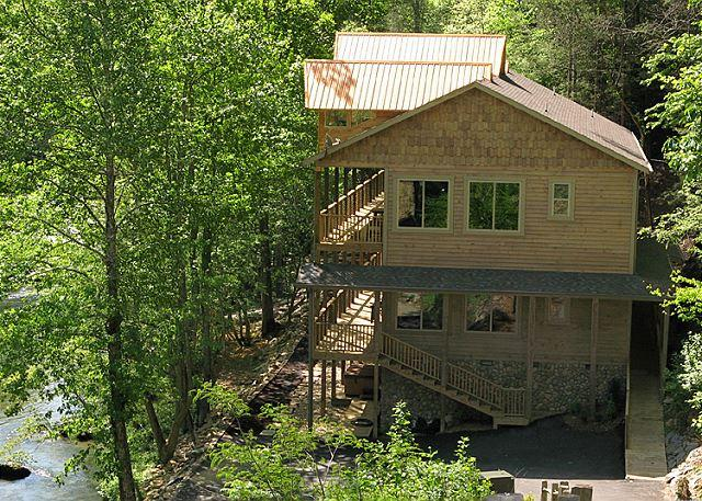 Rustic and Unique  - Skipping Stone Private On the River Hot Tub Outdoor Fireplace Swim Spa - Gatlinburg - rentals