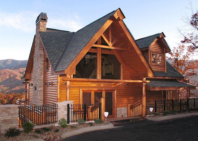 Mountain Living at its Finest - Kodiak Mountain Lodge  Views Pool Access Hot Tub Game Room Free Nights - Gatlinburg - rentals