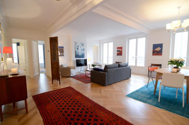 Entering the apartment - Spacious 1BR rental in Le Marais - Paris - rentals