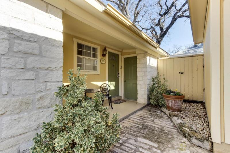Charming suite with a shared pool and hot tub, blocks from Main Street! - Image 1 - Fredericksburg - rentals