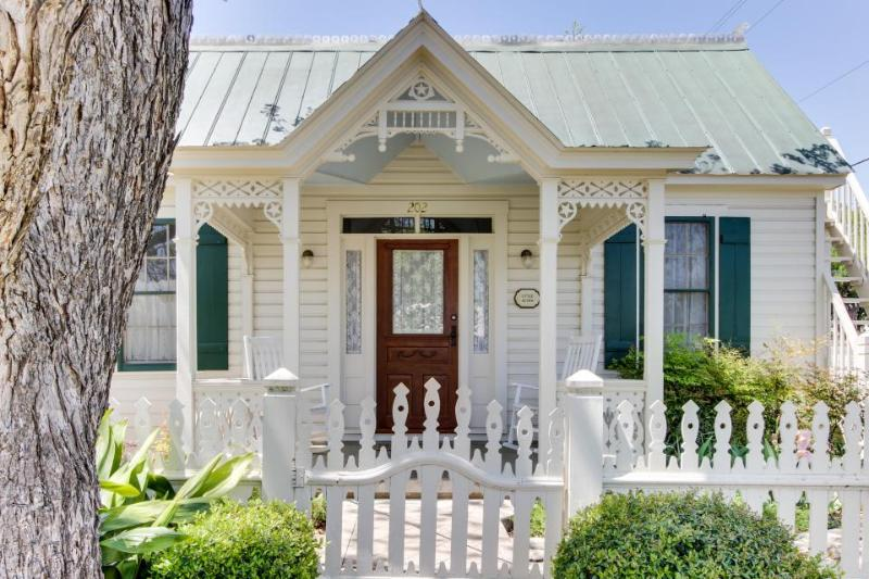 Victorian home w/ a porch & lawn, in the historic district! - Image 1 - Fredericksburg - rentals