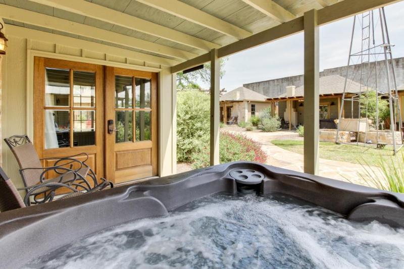 Dog-friendly home w/a hot tub & wet bar. Walk everywhere! - Image 1 - Fredericksburg - rentals