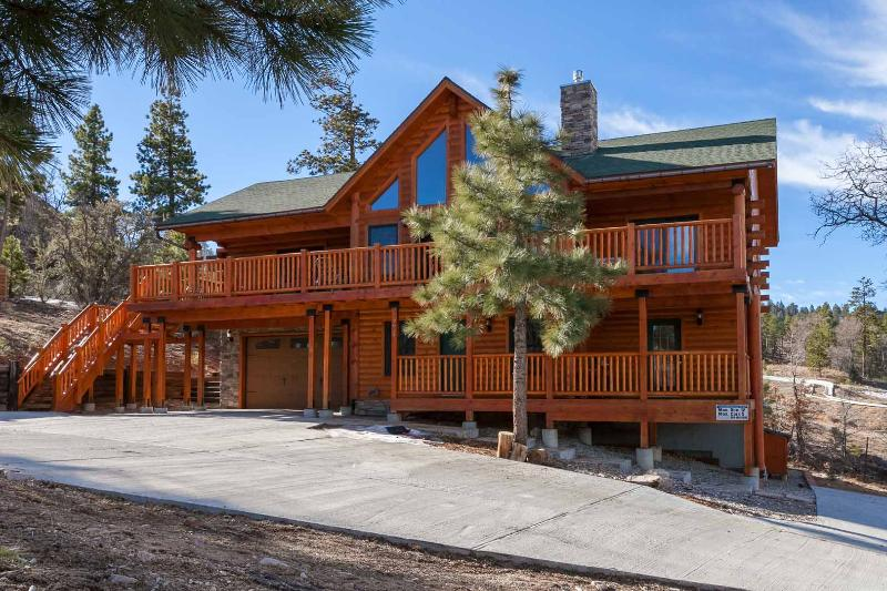 GORGEOUS LAKEVIEW VILLAGE LODGE - Image 1 - Big Bear Lake - rentals