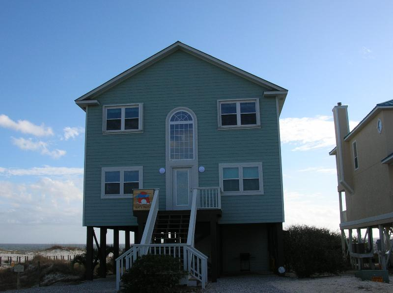 Kat's Meow. New railings, decking and paint. - Kat's Meow AMAZING beach house with pool. - Gulf Shores - rentals
