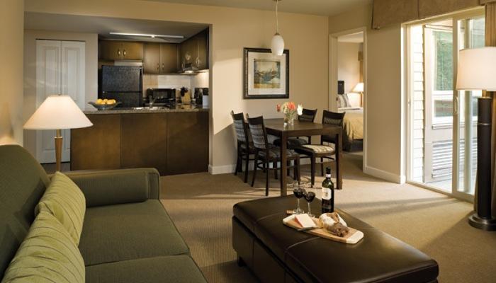 Squamish Executive Suites 2 Bedroom Condo Family or Friends Getaway - Image 1 - Squamish - rentals